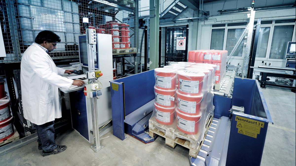 Order picking for Keimfarben in the viastore storage, Chemical Industry